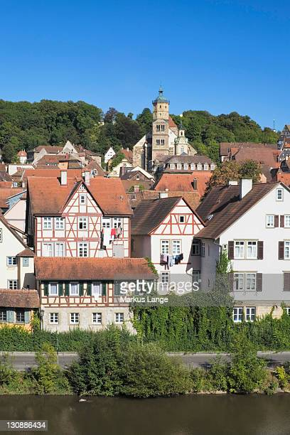 old town with st. michael kirche church, schwaebisch hall, hohenlohe, baden-wuerttemberg, germany, europe - kirche - fotografias e filmes do acervo