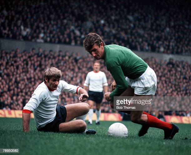 Old Trafford Manchester Liverpool's Roger Hunt watches as Manchester United goalkeeper Alex Stepney prepares to drop on the ball