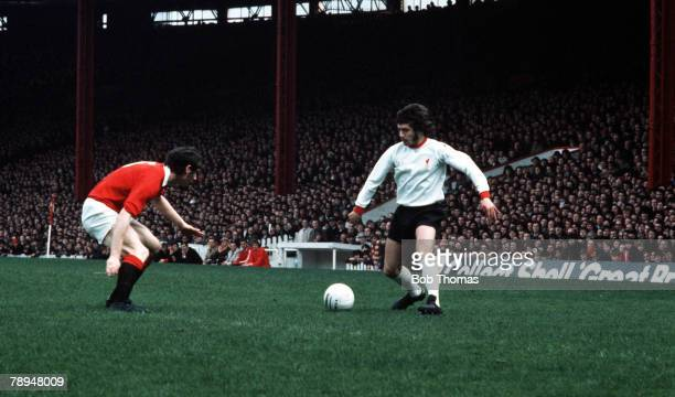 Old Trafford Manchester Manchester United v Liverpool Liverpool's Kevin Keegan takes on the United defence