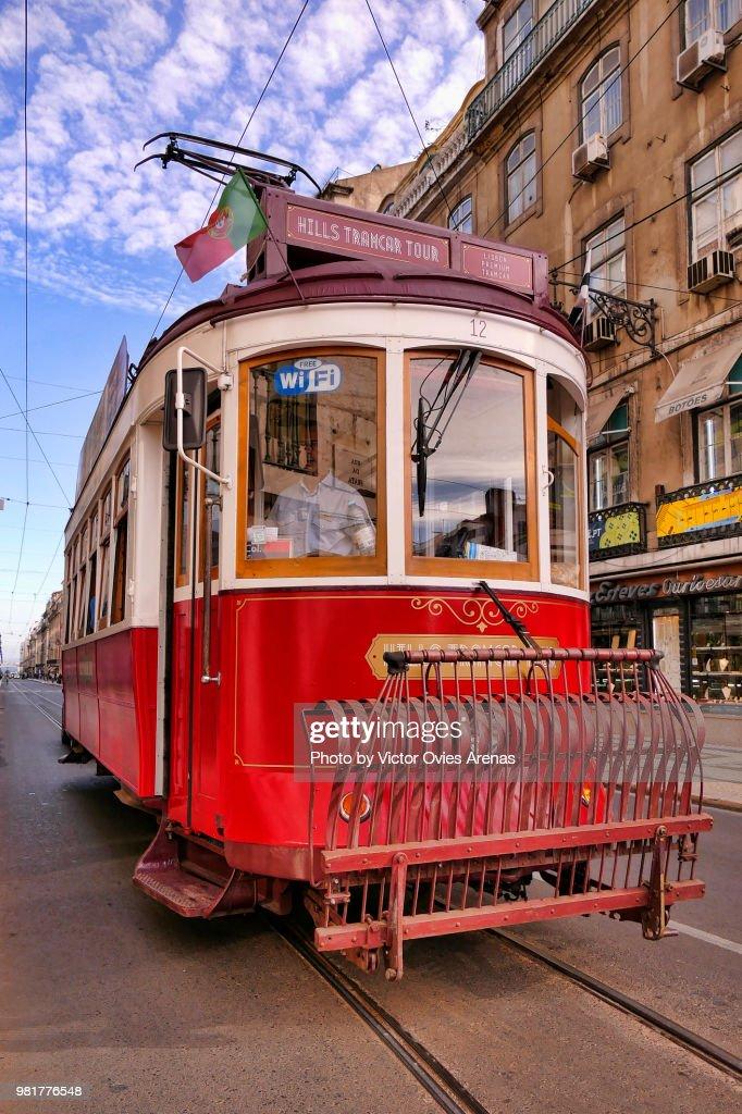 Old tram in Lisbon, Portugal : Foto de stock