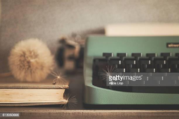 old typewriter - authors - fotografias e filmes do acervo