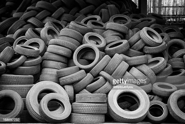 Vieux utilisé des pneus de voiture