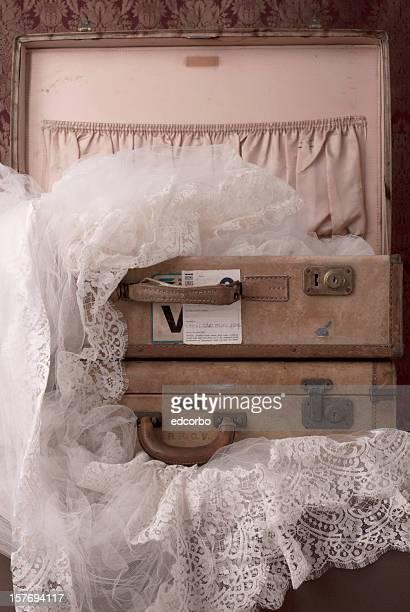 Alte Koffer mit Reise-Aufkleben. Beachte verwendet