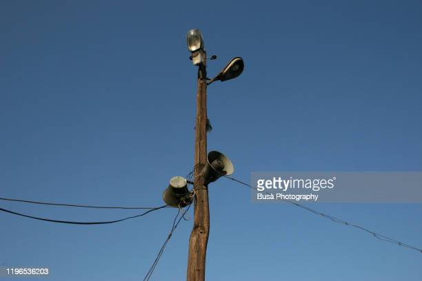 old utility pole with electric wires, street lights and megaphones in warsaw, poland - fake news - fotografias e filmes do acervo
