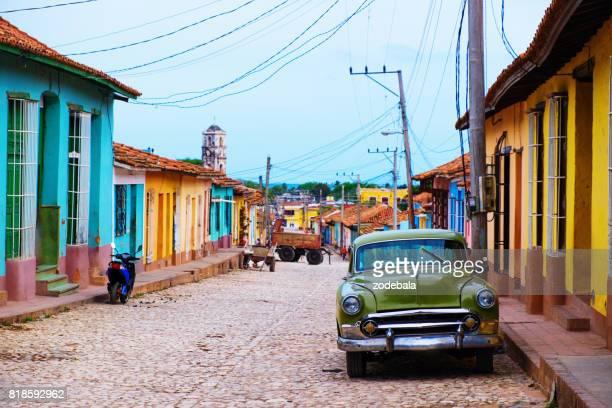 Oude Vintage rode Amerikaanse auto in Trinidad, Cuba