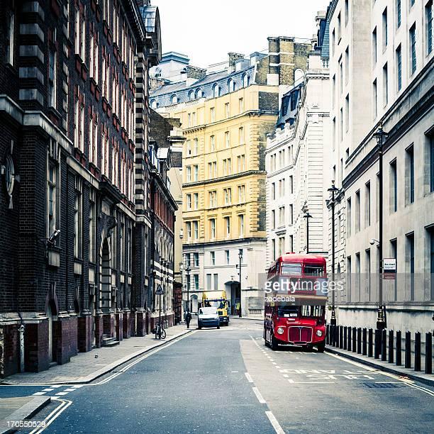 古いビンテージ赤ダブルデッカーバスでロンドン