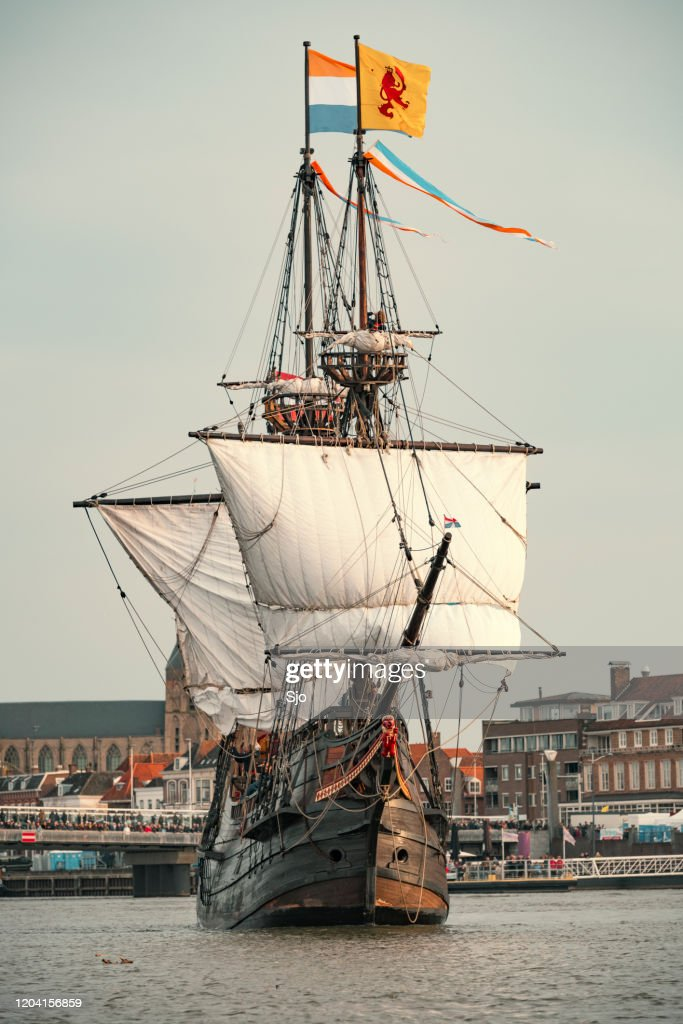 Old VOC sailing ship Halve Maen at the river IJssel during the 2018 Sail Kampen event : Stock Photo