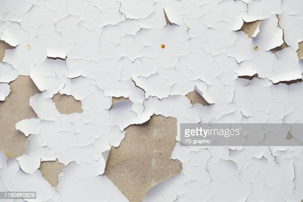 old wall of an abandoned house. the white paint is peeling off. - chipping stock pictures, royalty-free photos & images
