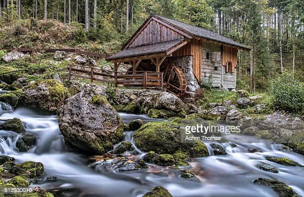old water mill - gollinger mühle, salzburger land, austria - mulino ad acqua foto e immagini stock