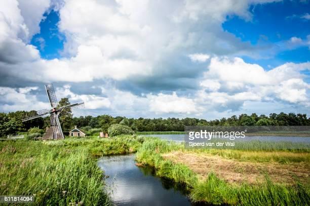 """old windmill in the weerribben-wieden nature reserve - """"sjoerd van der wal"""" ストックフォトと画像"""