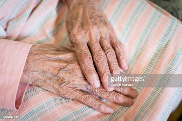 old woman hands close up - 特定できない人物 ストックフォトと画像