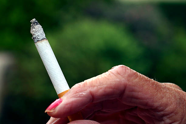 paper research smoking Target: smokers and non smokerssmokingthe use of cigarette smoking is a major aspect of our society smoking is used in socializing, relaxing, and even entertaining.