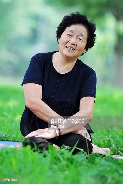 Vieille femme avec un sourire amical-XL