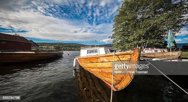 old wooden boats - verwaltungsbezirk buskerud stock-fotos und bilder