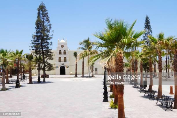 old world building in tropical setting - todos santos mexico fotografías e imágenes de stock
