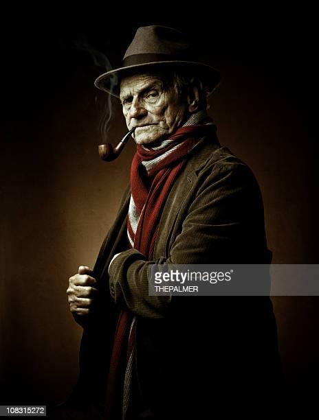Alte noch gefährlicher Mann mit Rohr