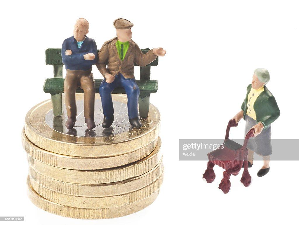 old-age pension - Rentner auf Bank : Stock Photo