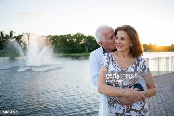 older caucasian couple hugging by fountain - casal heterossexual - fotografias e filmes do acervo