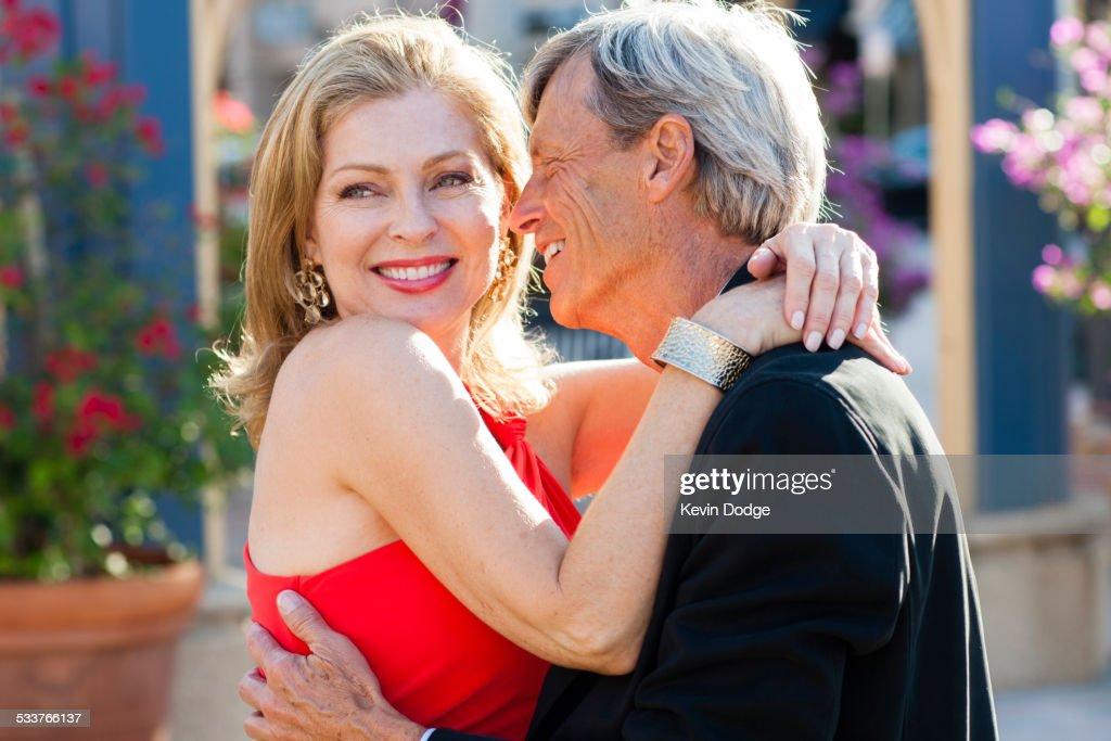 Older Caucasian couple hugging outdoors : Foto stock