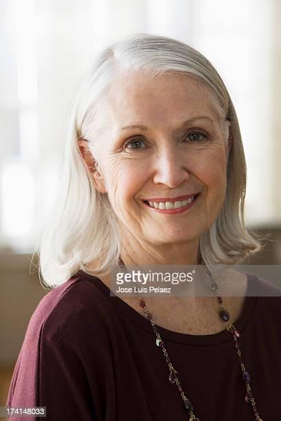 older caucasian female smiling - 65 69 jaar stockfoto's en -beelden