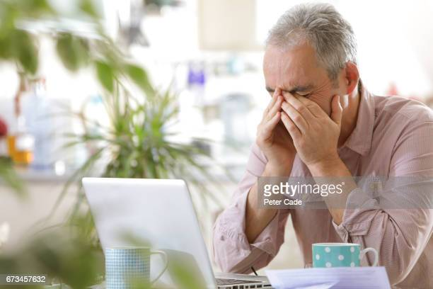 older man looking stressed with laptop - distraught stock pictures, royalty-free photos & images