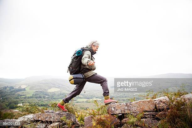 older woman trekking in the mountains of ireland - buitensport stockfoto's en -beelden