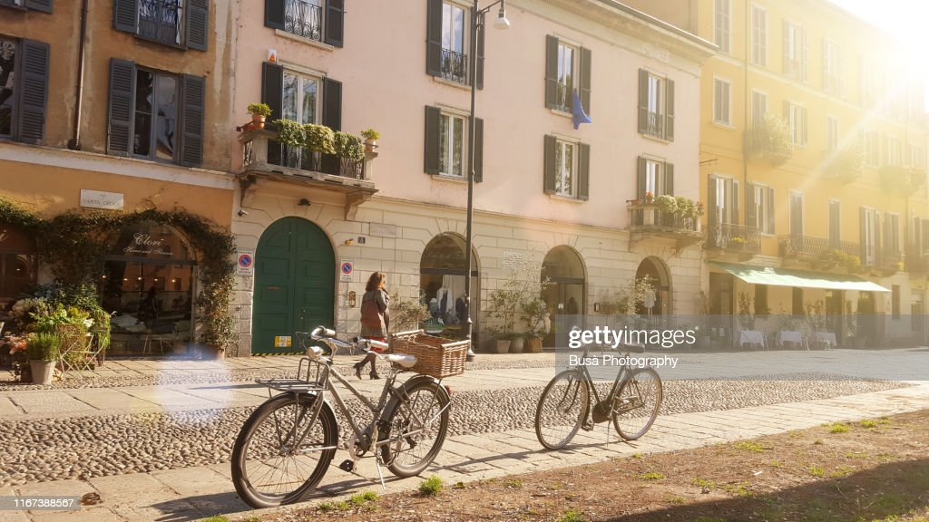 Old-fashioned bikes along Naviglio Grande, in Milan, Italy, in the morning : Foto stock