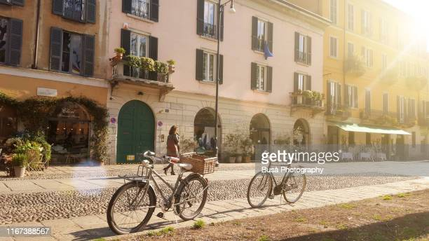 old-fashioned bikes along naviglio grande, in milan, italy, in the morning - italia foto e immagini stock