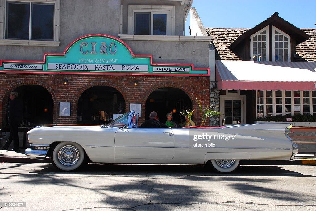 Oldtimer Cabrio Vor Einem Seafood Restaurant In Newport