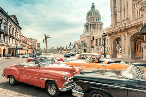 oldtimer taxi cars parking in front of Capitol in Havanna - gettyimageskorea
