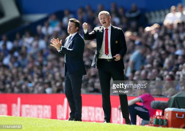 Ole Gunnar Solskjaer Manager of Manchester United and Marco Silva Manager of Everton give instructions during the Premier League match between...