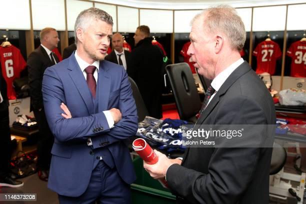 Ole Gunnar Solskjaer of Manchester United '99 Legends chats to Manchester United '99 Legends Assistant Manager Steve McClaren in the dressing room...