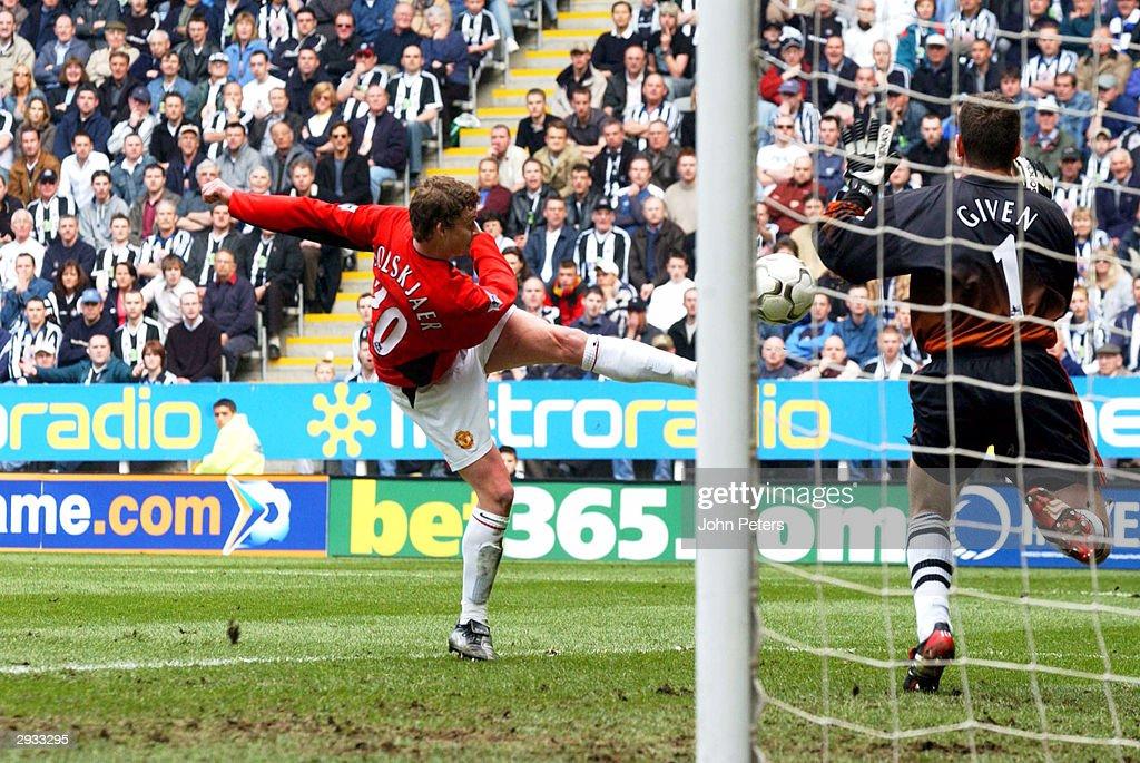 Newcastle United v Manchester United : News Photo