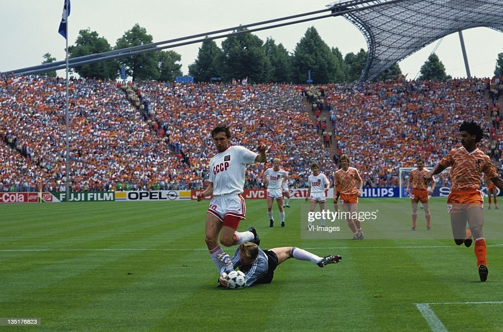 Oleg Protassov,Hans van Breukelen during the European Championship final between Netherlands and USSR at the Olympia Stadium, June 25, 1988 in Munich, Germany.