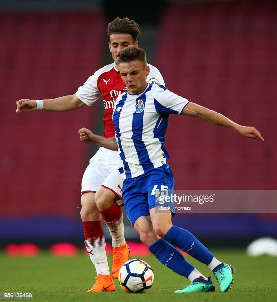 Oleg Reabciuk of Porto U23 and Vlad Dragomir of Arsenal U23 compete for the ball during the Premier League International Trophy between Arsenal U23...