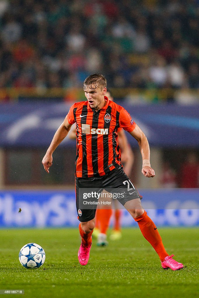 Olexandr Gladkiy of Donetsk controls the ball during the UEFA Champions League: Qualifying Round Play Off First Leg match between SK Rapid Vienna and FC Shakhtar Donetsk on August 19, 2015 in Vienna, Austria.