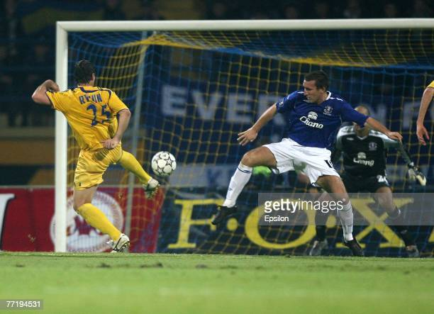 Olexandr Rykun of FC Metallist shoots the ball against Tim Howard and James McFadden of FC Everton during the UEFA Cup 1st Round, 2nd Leg match...