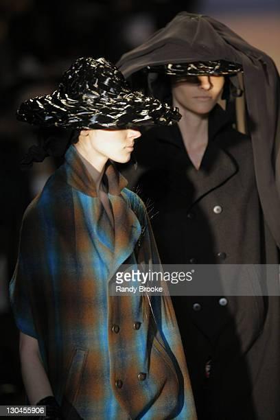 Olga and Fabiana Semprebom wearing Alexandre Herchcovitch Fall 2007