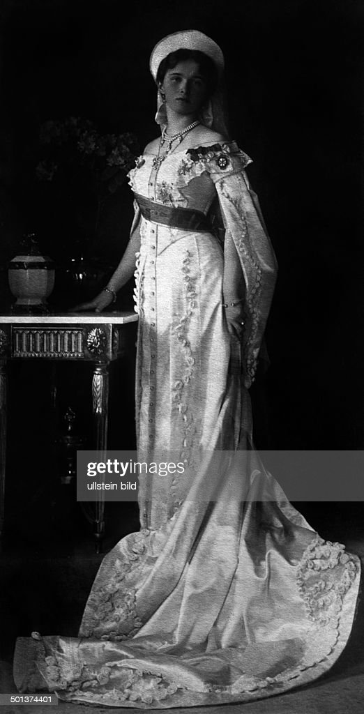 Olga Nikolaevna Romanova, Grand Duchess, Russia (15.11.1895-17.07.1918) portrait - undated, probably around 1910 - Photographer: Haeckel : News Photo