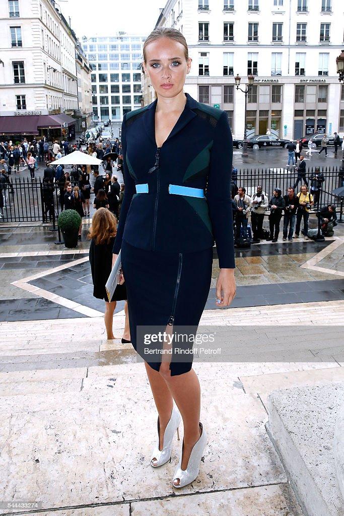 Atelier Versace : Outside Arrivals - Paris Fashion Week - Haute Couture Fall/Winter 2016-2017