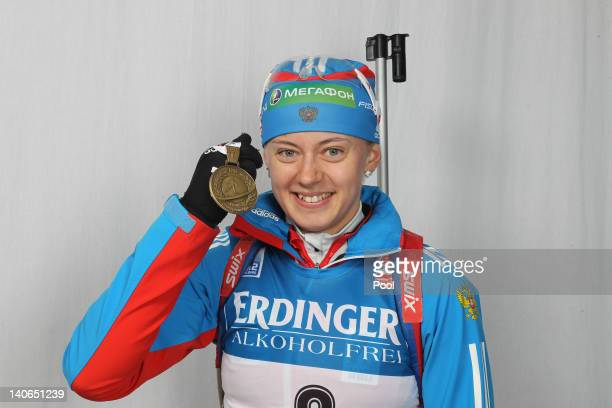 Olga Vilukhina of Russia poses with her gold for the Women's 10km Pursuit during the IBU Biathlon World Championships at Chiemgau Arena on March 4,...