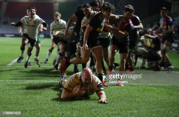 Oli Hoskins, the London Irish prop, dives over to score a last minute try during the Gallagher Premiership Rugby match between Harlequins and London...