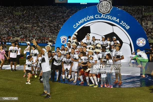 Olimpia's players celebrate after winning the Paraguayan Clausura 2018 tournament at the Defensores del Chaco stadium in Asuncion on November 28 2018...