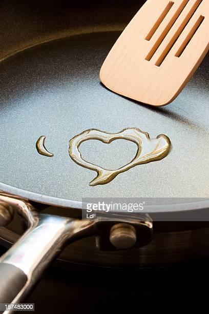 Azeite coração em uma Frigideira