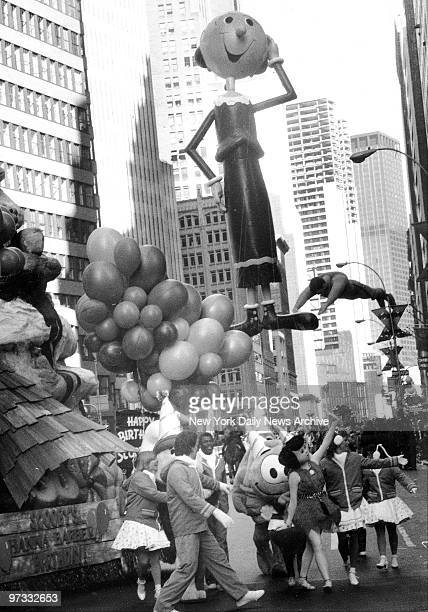 Olive Oyl sashays down Broadway in the Macy's Thanksgiving Day Parade