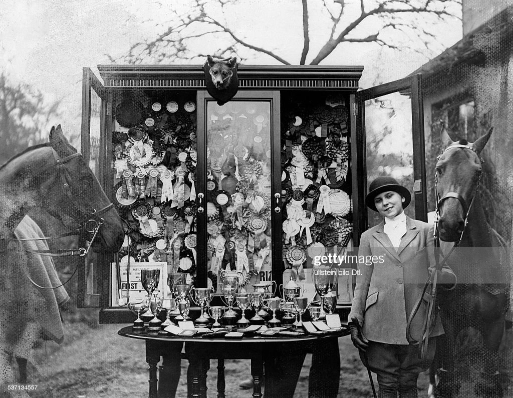 Olive Ricks, rider. With her cups. Picture taken by H. Wolter, 1929 : News Photo