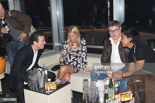 """Oliver Berben In Begleitung Von Jessica Und Dennenesch Zoude Und Freund Carlo Rola Bei Der Party Nach Der Premiere Von """"Warum Männer Nicht Zuhören..."""