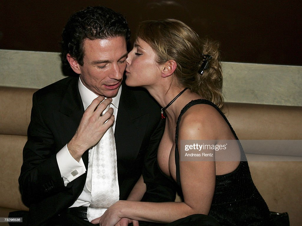 Florentine Lahme oliver berben kisses florentine lahme during the blue bear