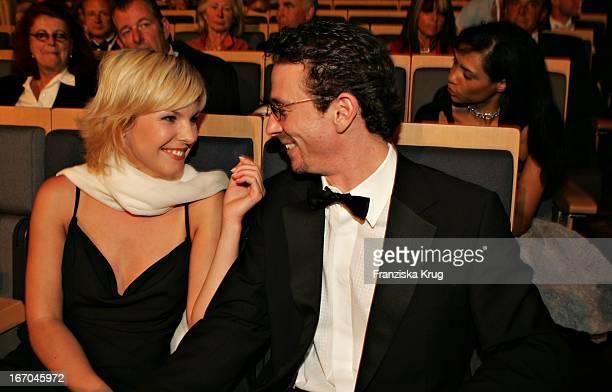 Oliver Berben Mit Freundin Annika Murjahn Nach Der Verleihung Der 'Womens World Awards' In Hamburg