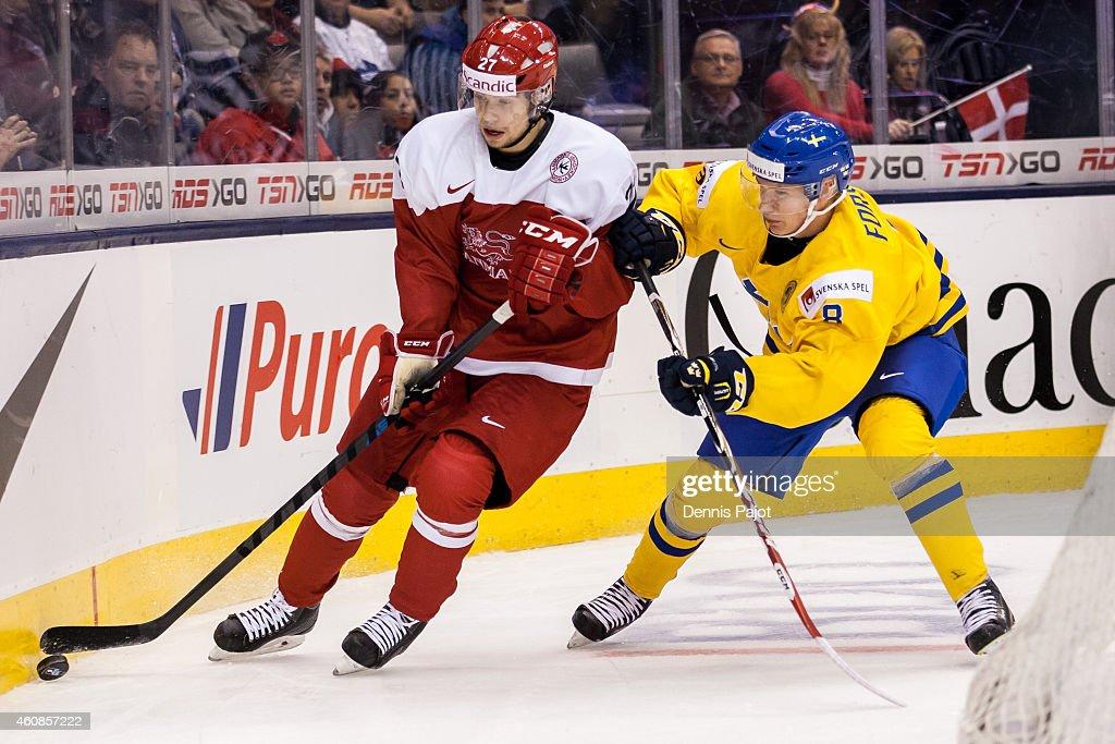 Sweden V Denmark - 2015 IIHF World Junior Championship : News Photo